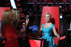 Пелагея позирует зрителям проекта Голос 60+