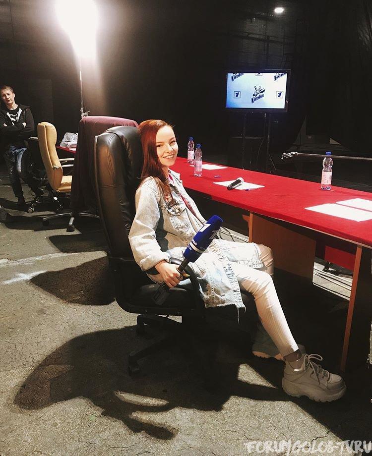 Голос 60 плюс. Второй сезон. Кастинг. Саша ушакова в кресле Аксюты.jpg