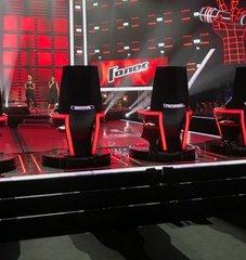 Голос 8. Кресла наставников. Вид сзади.jpg